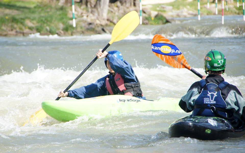 Wildwater kajakcursus in het Paasweekend